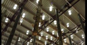 Plafond bof + litres de lumière = très joli