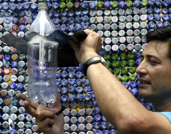 Illac Diaz, fondateur du projet MyShelter Pundation pour l'open access de l'ampoule Moser.