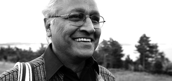 """Sanjit """"Bunker"""" Roy, fondateur de l'Université des Va-Nu-Pieds (Rajasthan, Inde)"""
