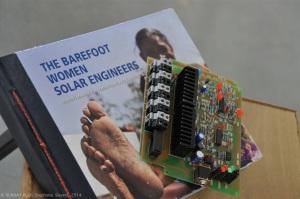Université des Va-Nu-Pieds et son manuel d'ingénierie solaire, 100% photos et zéro texte ! Unique au monde.