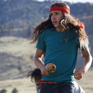 """Xiuhtezcatl Martinez, 15 ans. Un des plaignants. Activiste depuis le berceau, EarthGuardian, porte parole des jeunes générations """"debouts"""" à l'ONU."""